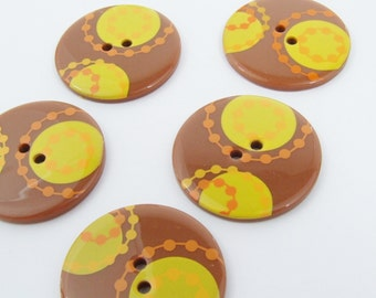 34mm Retro Yellow Design Buttons [B0413]