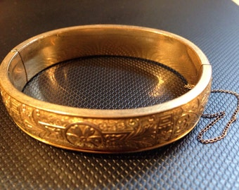 Beautifully Etched Victorian Gold Fill Hinged Bangle Bracelet Estate Jewelry