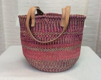 vintage market bag // woven sisal shoulder bag // natural fiber woven tote with leather handles // 1970s
