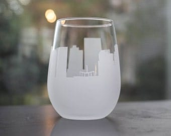Etched Richmond, Virginia  Skyline Silhouette Wine Glasses or Stemless Wine Glasses