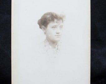 Cabinet Card: Woman with Lace Collar