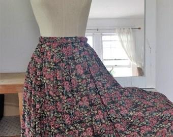 Soft pleats Vintage Floral Skirt. Size S