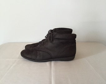 suede ankle boots / lace up slouch black suede boots