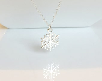 Snowflake Necklace, Silver Snowflake Necklace, Silver Necklace, Winter Jewelry, Winter Wonderland,Christmas Jewelry,Uk Shop,Bridesmaid Gifts