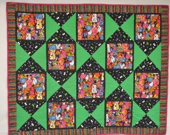 Halloween is coming, quilted wall hanging or lap quilt. Machine pieced and quilted, bound to be loved by all ghouls and ghosties