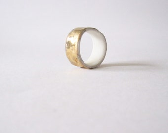 Porcelain ring with gold luster