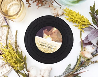 Vinyl Style CD Wedding Favors, Retro Vinyl CDs, CD Covers, CD Labels, Printed Vinyl CDs for wedding favors and Party Favors