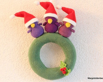 Crochet Christmas wreath with 3 little birds