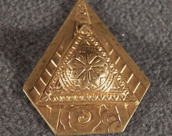 Vintage Yellow Gold Filled Bold Fancy Scrolled Raised Relief Victorian Style Pendant Charm       **RL