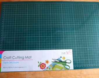 Self-Healing Double Sided Cutting Mat Medium - green and white, double sided, 1cm squares, metric, 45 cm x 30 cm