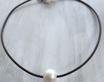 Pearl choker necklace, Leather pearl necklace, leather and pearls, pearls on leather, pearl and leather choker, pearl necklace