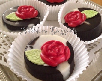 12 Wedding Party Favors, Chocolate Covered OREOS, cookies, Black and White marbled with roses