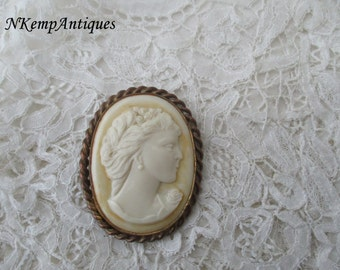 Celluloid cameo brooch 1930's