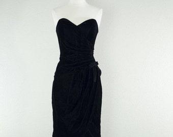 ON SALE 1960's Little Black Bombshell dress