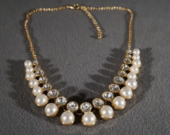 Vintage Art Deco Faceted Faux Glass with Faux Pearls Yellow Gold Tone Bib Style Necklace Jewelry     KW20