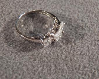 Vintage Sterling Silver & 3 CZ Stone Ring, A Sparkling Splendid Design in Size 6!~~ **RL
