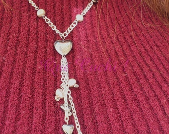 Semi-long chain necklace with gray freshwater pearls and hearts Hematite