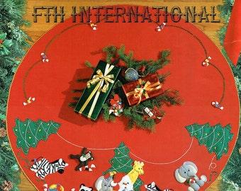 "Bucilla Jungle Bells ~ 43"" Felt Christmas Tree Skirt Kit #83020, Animals, Santa DIY"