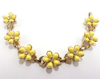 Yellow Daisy Bracelet Flower Floral Jewelry Flower Power 1960s Vintage Bracelet Jewelry