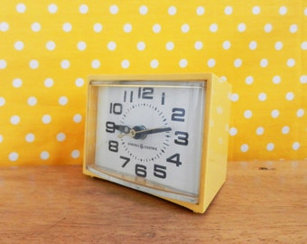 Vintage General Electric yellow electric alarm clock USA Mid.Century clocks 70s