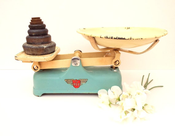 Old kitchen scales perry of ilford rustic kitchen decor for Rustic kitchen scale