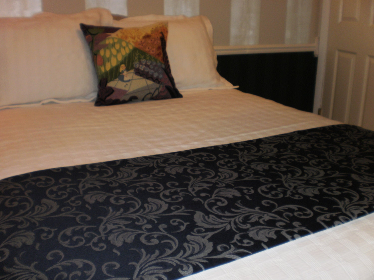 navy blue jacquard quilted hotel style bed scarf runner. Black Bedroom Furniture Sets. Home Design Ideas
