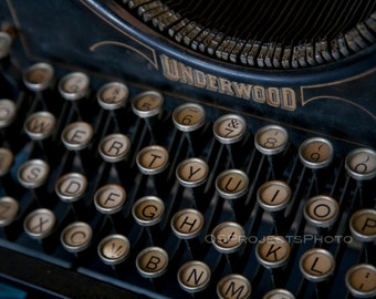 Vintage Typewriter Photography - Underwood Typewriter Photo - Old Typewriter Print -  Old Keyboard Image - Printing