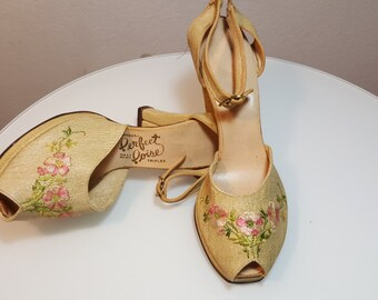 FREE SHIPPING     Vintage 1940 Peep Toe Sandals