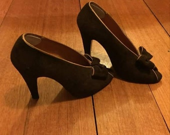 1970's does 1930's chocolate peep toe heels!