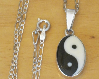 Vintage Sterling Silver Enamel Yin Yang Chinese Symbol Pendant Necklace w/925 Figaro Chain