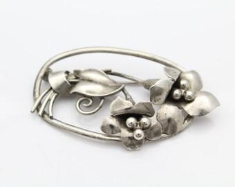 VTG 1940s Sterling Silver 3D Flower Bouquet Brooch. [8203]
