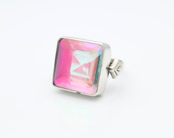 Handcrafted Ring with Iridescent Green-Pink Crystal in Sterling Silver Size 7. [9064]