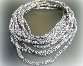 Silver Retro Shimmery Necklace