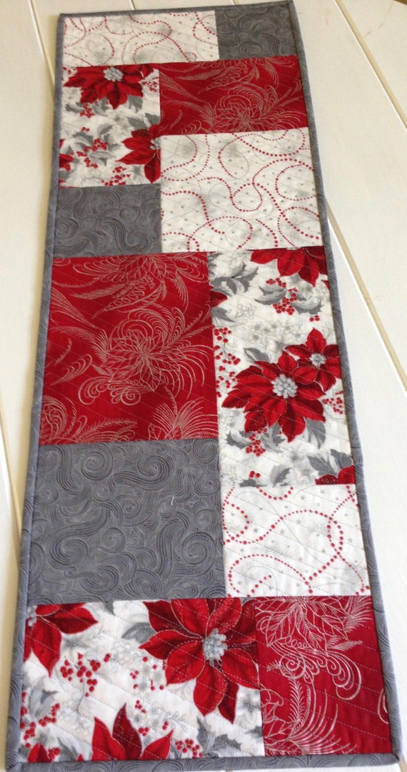Quilted christmas table runner in red white and by for Instructions to make christmas table decorations