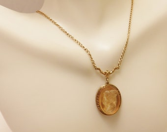 Vintage Gold Tone Brown Glass Cameo Pendant Necklace