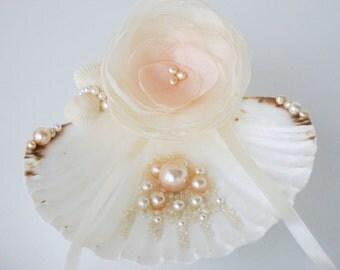 Seashell ring holder, Beach Ring Holder, Seashell Ring Bearer, Beach Ring Bearer, Seashell ring pillow, Beach Wedding, Shell Ring Bearer
