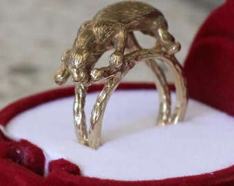 9 ct solid gold ring with leopard