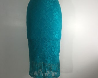 Fitted stretch lace midi skirt, lined