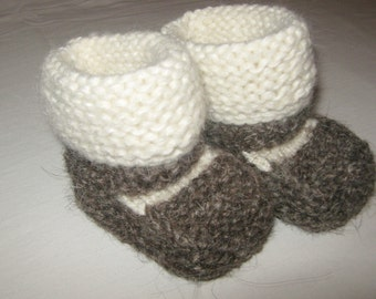 white brown knit baby bootees, child hand knited shoes, newborn booties, 0-12 month / 85