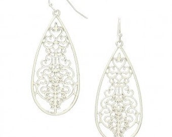 Chic Teardrop Dangle Earrings