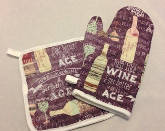 Funny wine themed insulated/quilted pot holder and oven mitt set