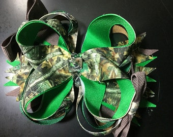 Green Camo Bow. Green Camouflage Bow. Tree Camouflage Bow. Green Camo Boutique Bow. Just Like Daddy Camouflage.