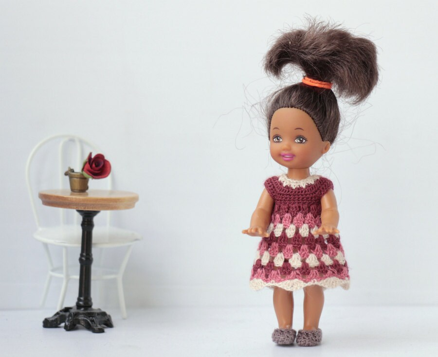 Crochet Mini Doll Clothes : Miniature crocheted dress with ornament for 4-5 inches doll.