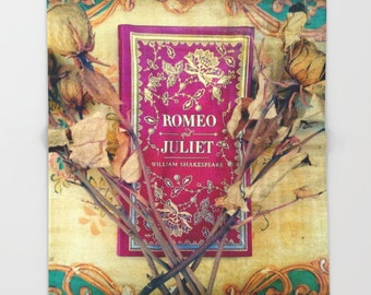 Romeo and Juliet Throw Blanket: Bedding, decor, Shakespeare, library, fleece, book