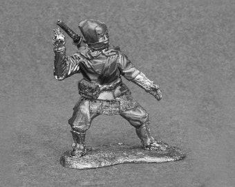 Miniature Action Figures Statue- Ninja Throw Shuriken Middle Ages 1/32 Scale Toy Soldiers 54mm Unpainted Tin Metal
