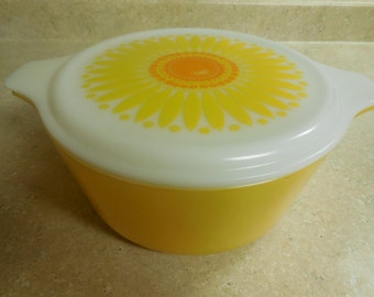 Vintage Pyrex DAISY Sunflower 471 1.5 QT Casserole Dish Opal Lid