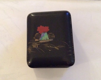 Pretty Japanese vintage lacquer trinket box