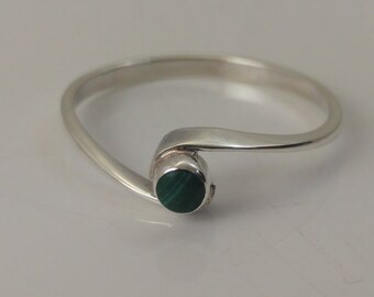 Malachite solitaire ring twist setting sterling silver size O 1/2 1.0 grams