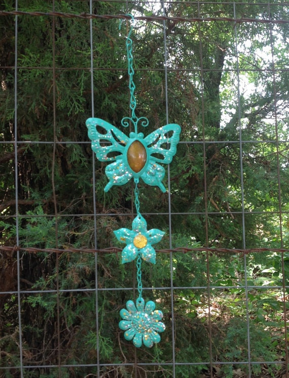 Mint dangling butterfly flower garden decor metal yard art for Outdoor butterfly decor