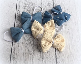 One pair of fabric hair bows on hair ties